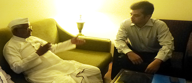 Chairman Tameem and Anna Hazare discussing to launch a fresh campaign against corruption
